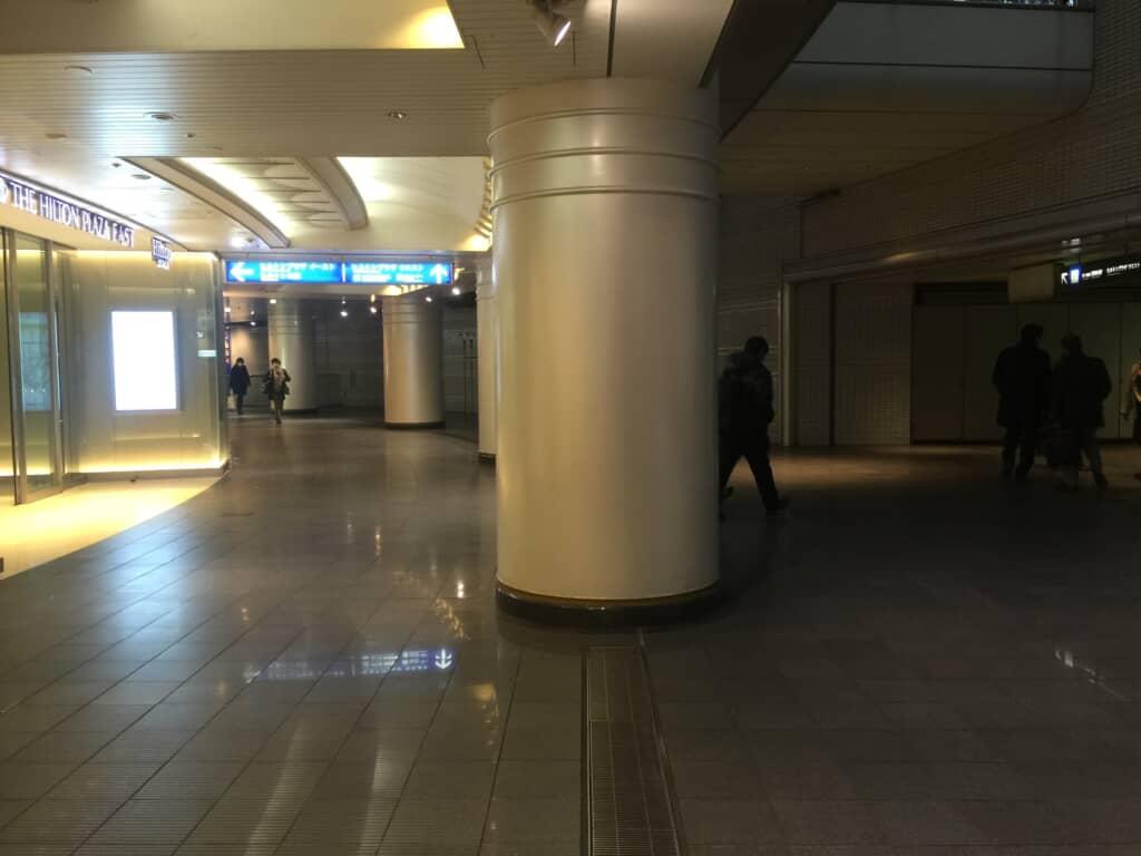 大阪第一生命ビル横通路分岐