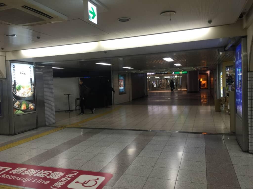大阪第一生命ビル横通路西側