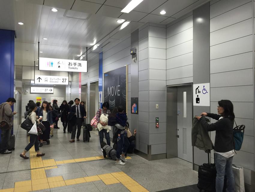 新幹線改札内トイレ