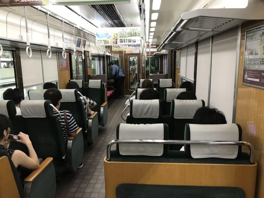 京都線特急車内