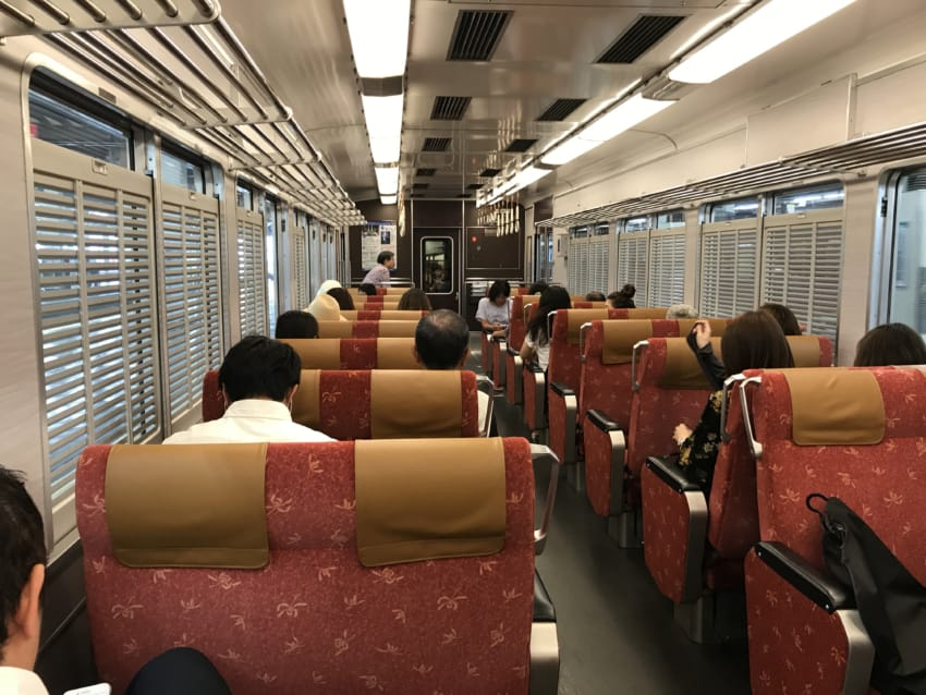 梅田発車時の車内