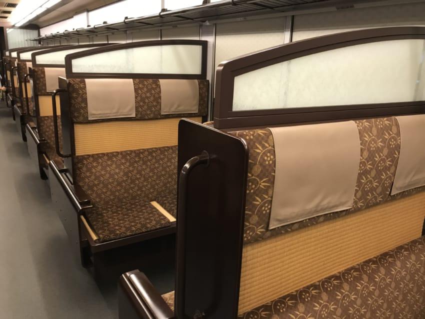 3号車、4号車、京風向かい合わせシート