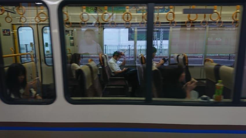 空席が目立つ京都駅出発直後の「快速」